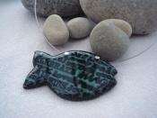 Náhrdelník rybička s nápisy (zeleno-černý)
